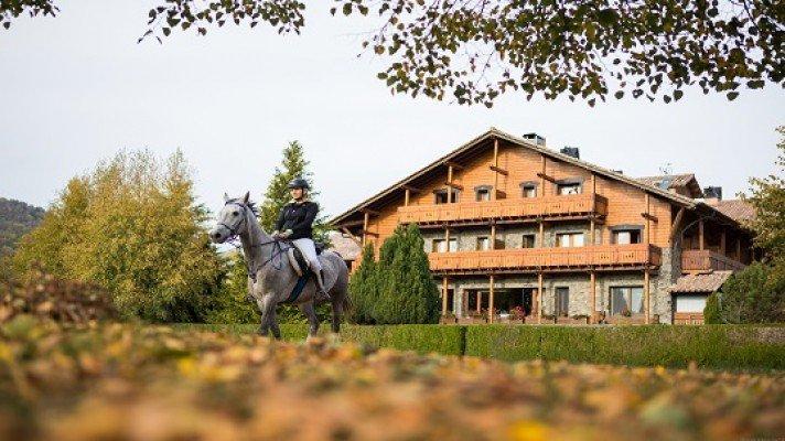 <p>1 noche alojamiento con desayuno y salida 2 horas a caballo</p>
