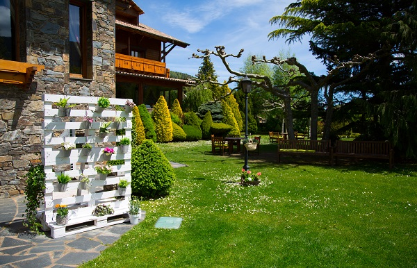 YOUR DESTINATION WEDDING IN A CHARMING HOTEL IN CAMPRODON VALLEY-8